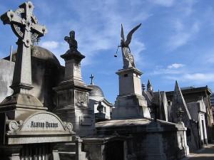 Tumbas en un cementerio