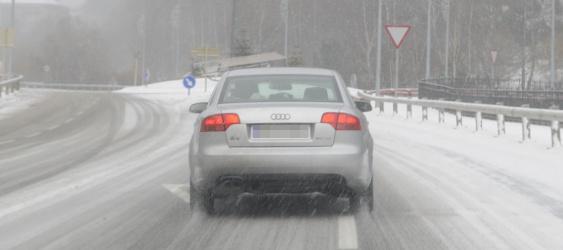 Conducir con hielo en la carretera